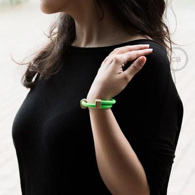 Creative-Bracelet en tejido Efecto Seda Verde Fluo RF06. Cierre corredero en madera. Made in Italy.