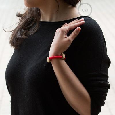 Creative-Bracelet en tejido Efecto Seda Rojo RM09. Cierre corredero en madera. Made in Italy.