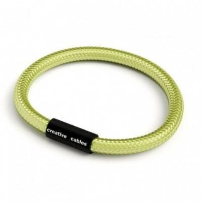 Pulsera con cierre magnético negro mate y cable RM32