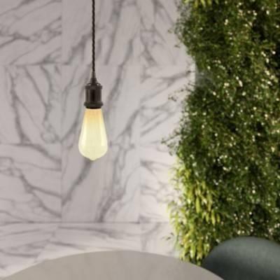 Lámpara colgante hecha en Italia con cable textil trenzado y portalámparas de aluminio