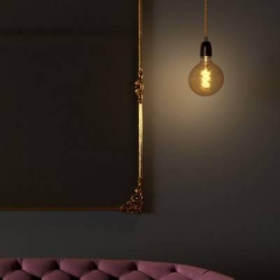 Lámpara colgante hecha en Italia con cable textil trenzado, bombilla y acabados de porcelana
