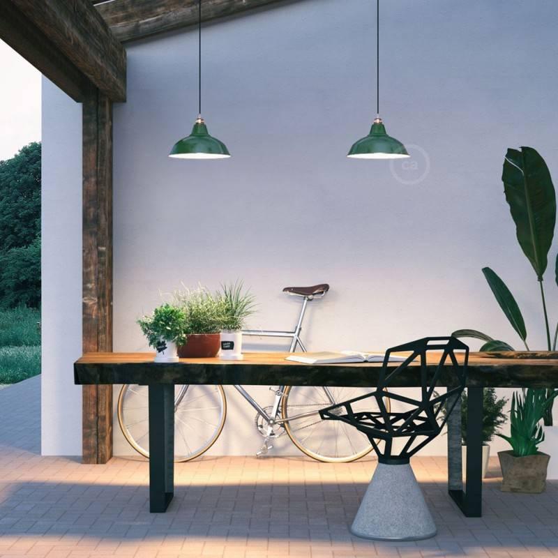 Lámpara colgante hecha en Italia con cable textil, pantalla Bistrot y acabados metálicos