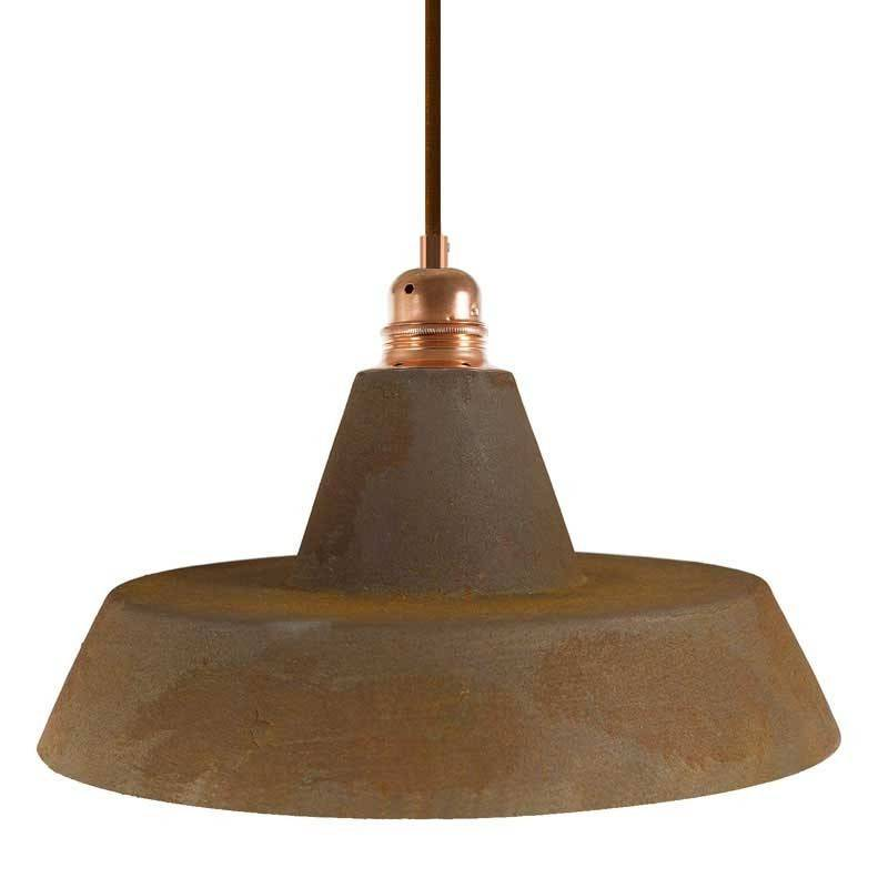 Lámpara colgante hecha en Italia con cable textil, pantalla de cerámica industrial y acabados metálicos