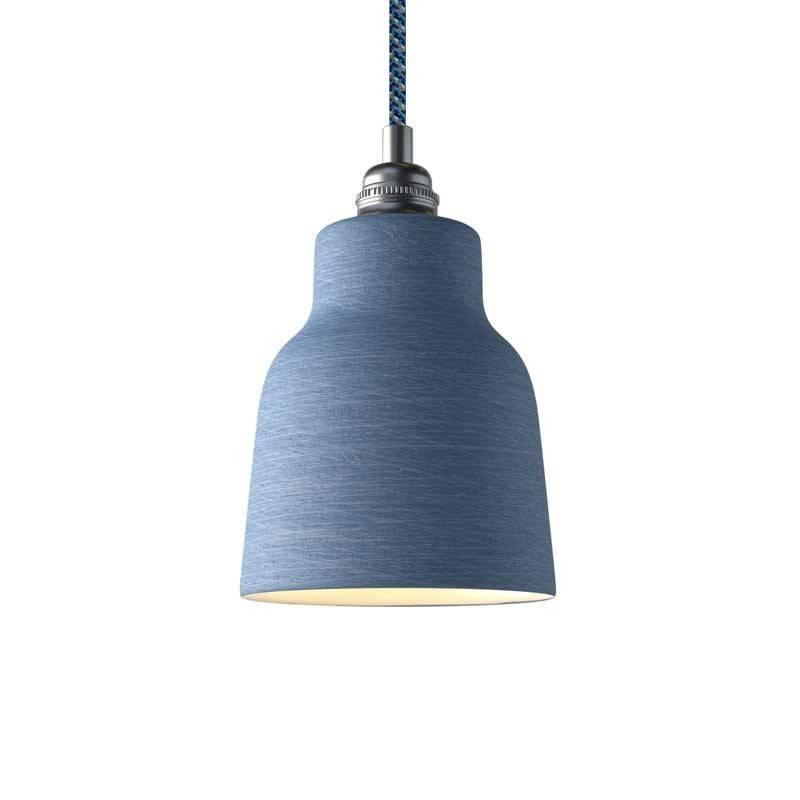 Lámpara colgante hecha en Italia con cable textil, pantalla Vaso de cerámica y acabados metálicos