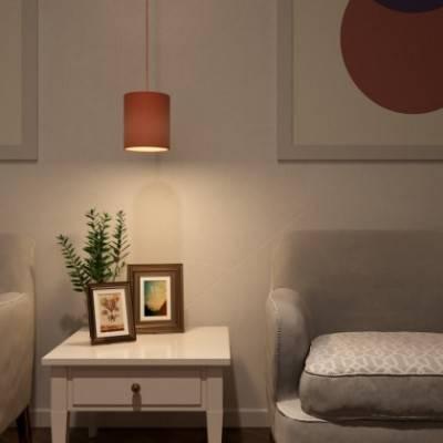 Lámpara colgante hecha en Italia con cable textil, pantalla Cilindrica de tela y acabados metálicos