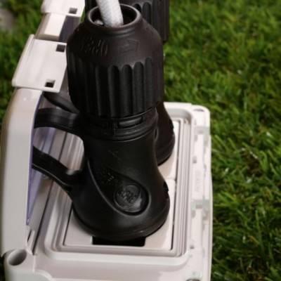 Enchufe Schuko negro con anillo 16A 250V IP44 para sistema EIVA