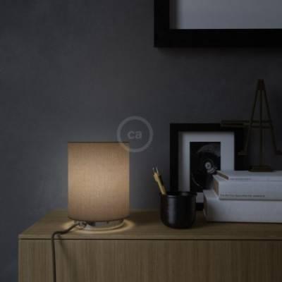 Posaluce de metal con pantalla de cilindro Marrón Camelot, completa con cable textil, interruptor y enchufe de 2 polos